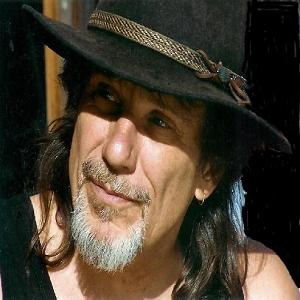 GG GIBSON :Chanteur musicien (guitares, dobro, mandoline, harmo..) dans un style très fortement influencé par sa musique de prédilection le Blues. Clip vidéo